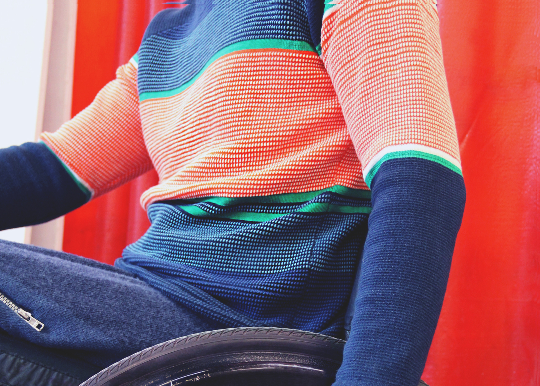 Clothes for sitting posture to change fashion for wheelchair users